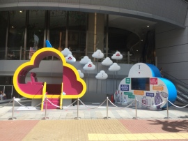 New display in front of Hysan Place